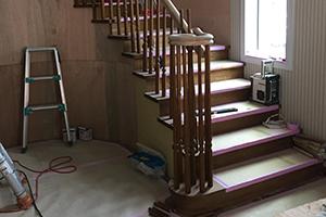 ロビー内:ホール階段組み